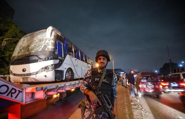 egyptien-tues-explosion-bombe-artisanale-passage-bus-pres-site-pyramides-guizeh